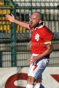 Grosseto-Massese 3 a 2: Demartis esulta dopo il suo gol