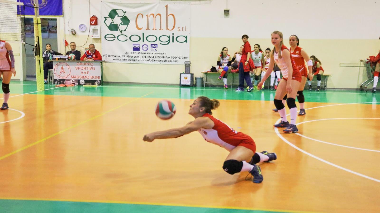 vigili-del-fuoco-volley-giocatrice-matilde-chiella-in-tuffo-sul-pallone