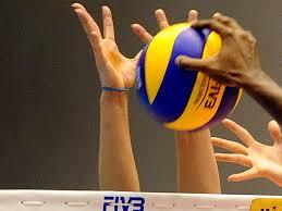 volley-mani-a-muro-sul-pallone