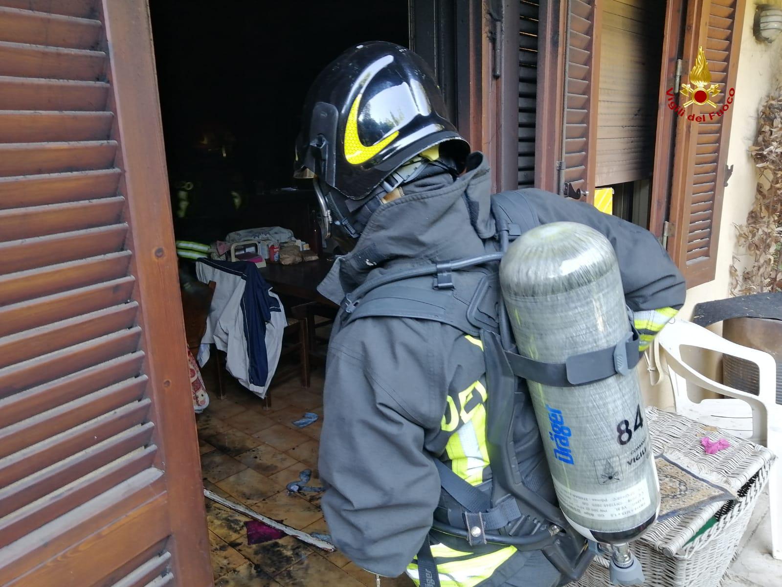 vigili del fuoco incendio appartamento via mascagni grosseto