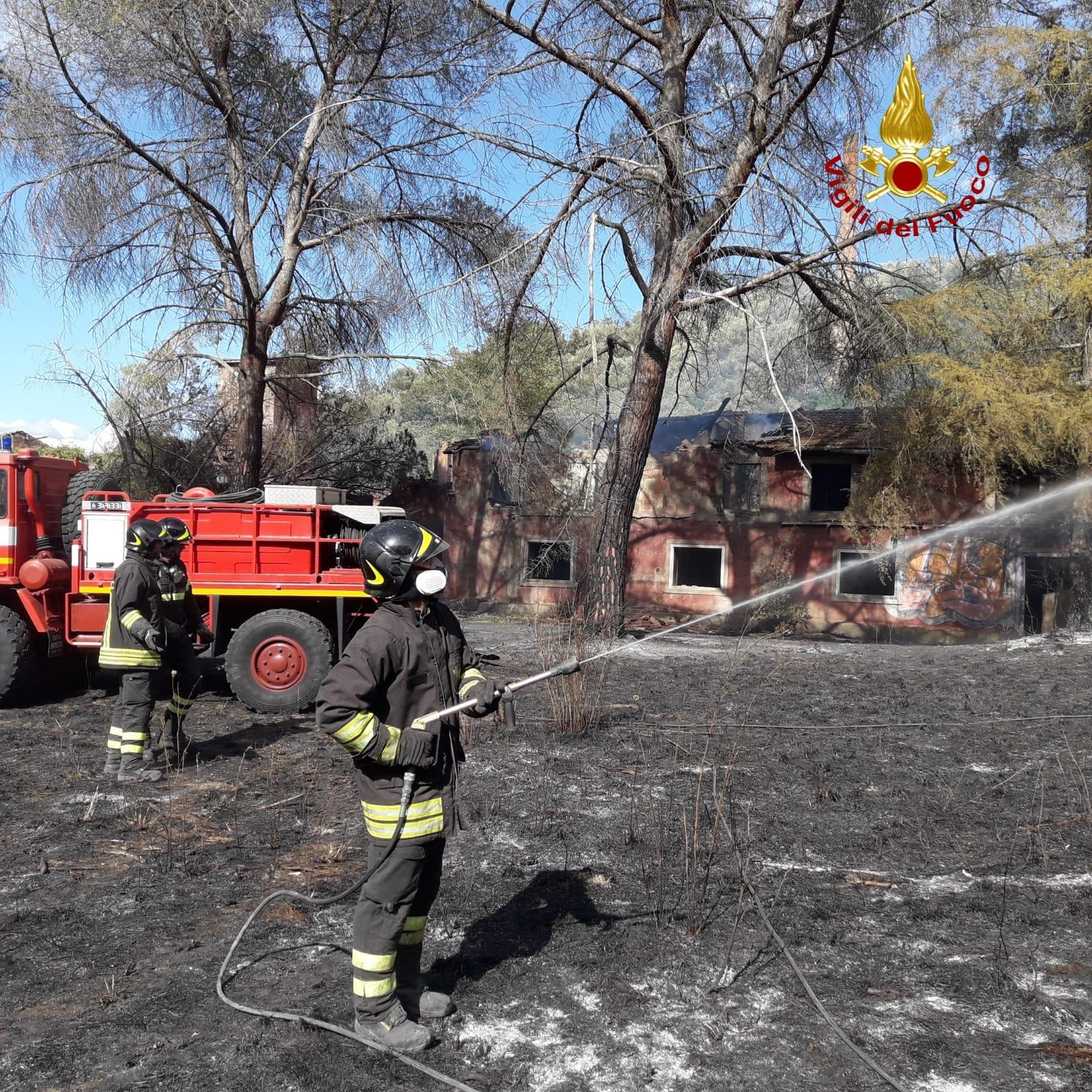 vigili del fuoco incendio bosco istia-1