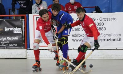 hockey-su-pista-circolo-pattinatori-grosseto-giocatore-follonica-azione-di-gioco-serie-B.