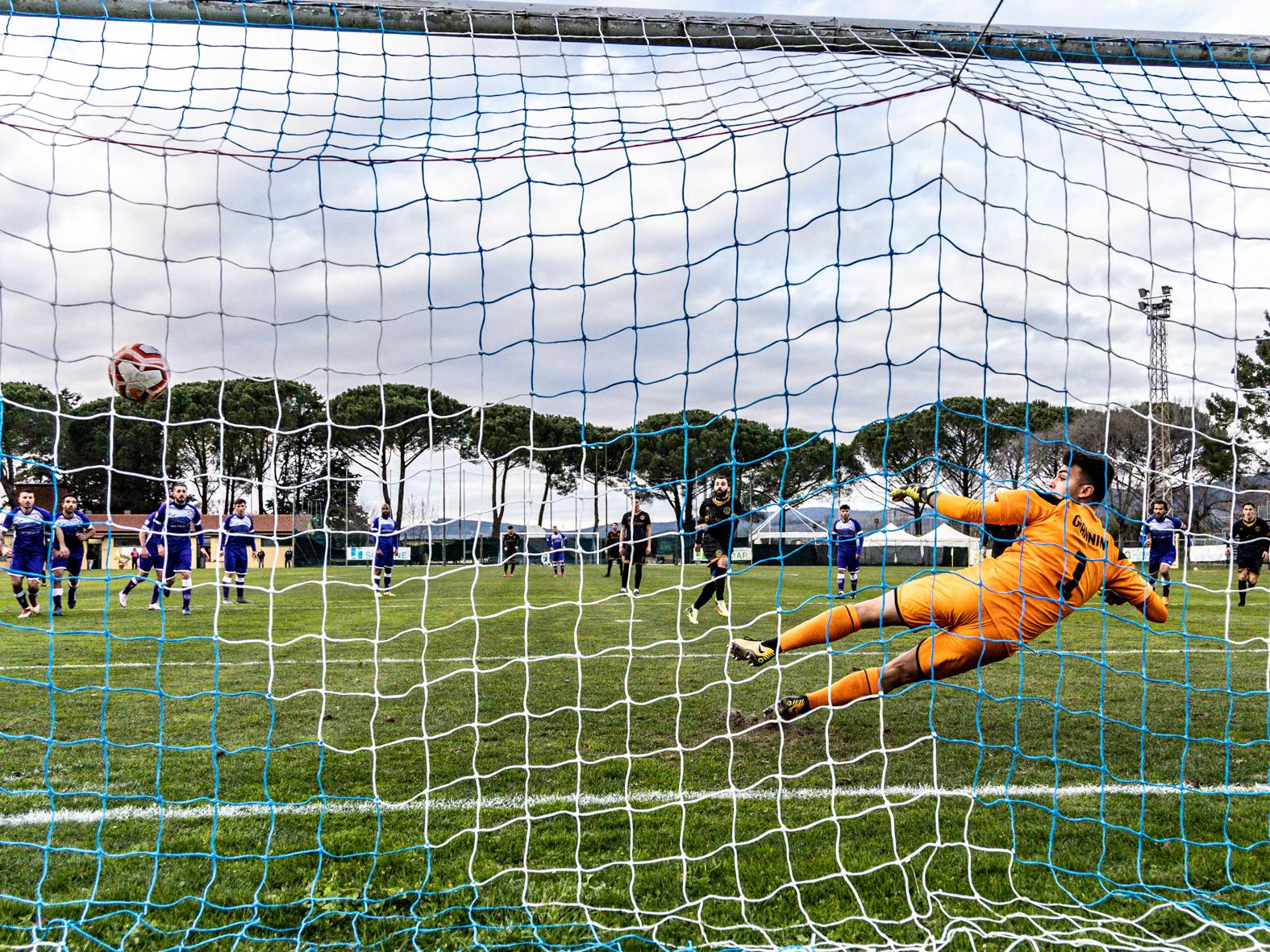 Follonica Gavorrano-Ostiamare 1 a 1 - il gol del pari di Lo Sicco