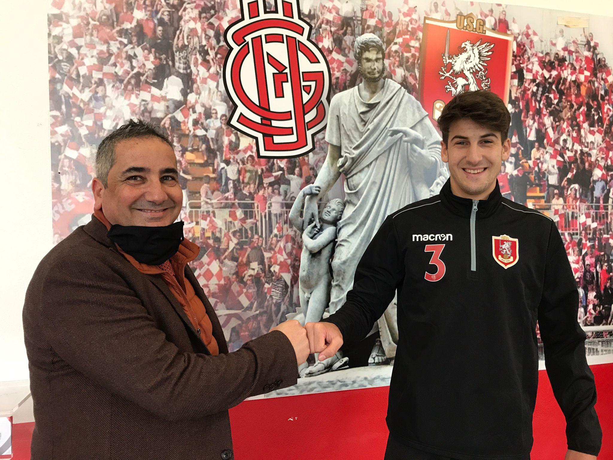 Il dg unionista, Filippo Marra Cutrupi (a sinistra) con il neo-biancorosso Alessandro Giannò (foto ufficiale Us Grosseto)