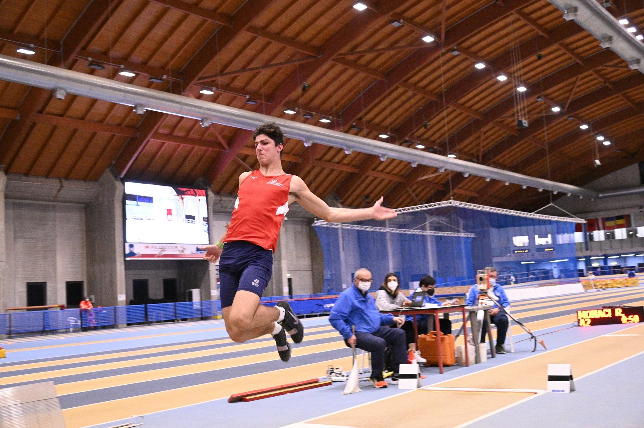 Atletica-il-grossetano-romeo-Monaci-campione-regionale-toscano-pentathlon-under-18-indoor-salto-in-lungo