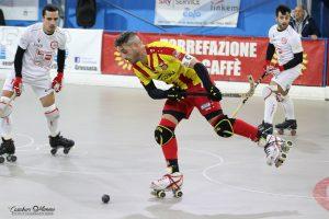 hockey-pista-circolo-pattinatori-grosseto-Edilfox-Lodi-giocatore-illuzzi.j