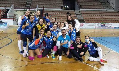pallavolo-follonica-hotel-parrini-squadra-serie-C-femminile-festeggia-la-vittoria-contro-lo-jenco-viareggio