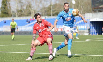 Novara-Us Grosseto 1 a 0 - Russo contende il pallone a un avversario - foto di Noemy Lettieri per Us Grosseto 1912