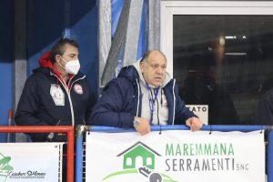 hockey-pista-circolo-pattinatori-grosseto-allenatore-Federico-Paghi-in-panchina