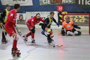 hockey-pista-serie-B-circolo-pattinatori-grosseto-Alice-Vercelli-Nerozzi-contrasta-Ceresa