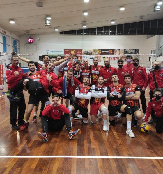 invictavolleyball-la-squadra-festeggia-la-vittoria-contro-Civita-Castellana