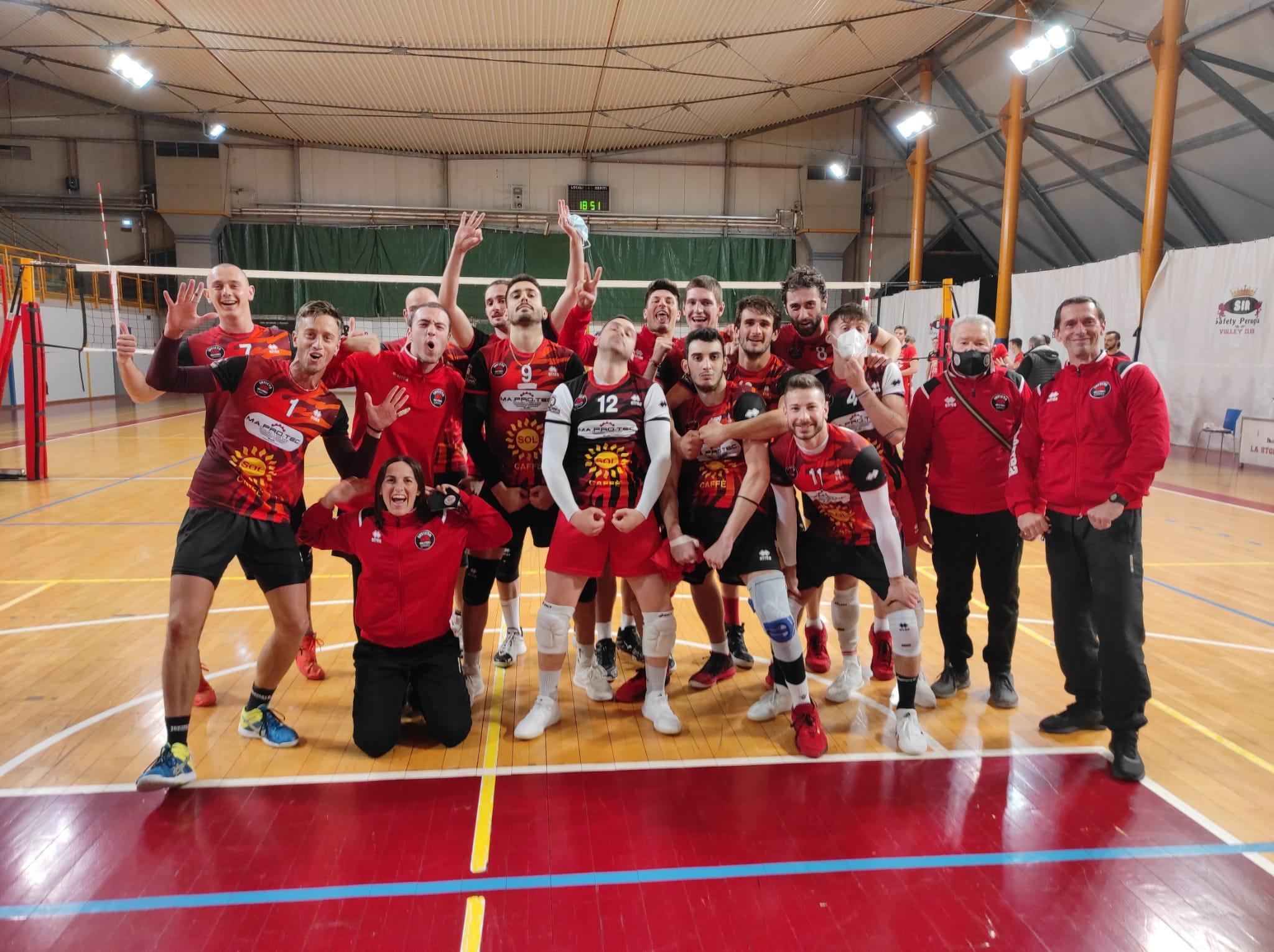 invictavolleyball-squadra-che-festeggia-dopo-il-successo-a-perugia-contro-il-monini