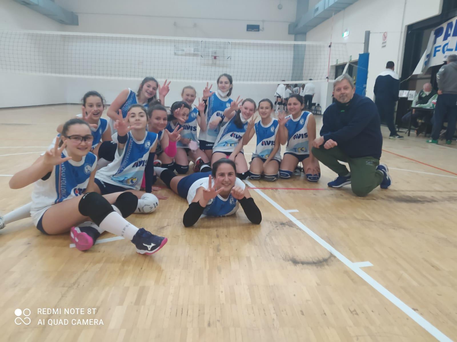 pallavolo-follonica-squadra-under-15-young-con-il-tecnico-carlo-alberizzi
