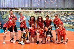 grosseto-volley-school-serie-B2-squadra-festeggia-a-fine-partita