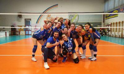 pallavolo-follonica-squadra-under-17-che-festeggia-la-vittoria-contro-il-grosseto-volley
