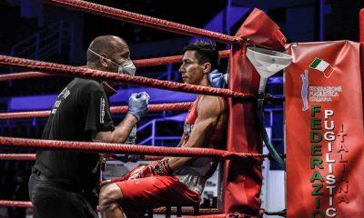 boxe-fight-gym-maestro-raffaele-damico-allangolo-con-il-pugile-halit