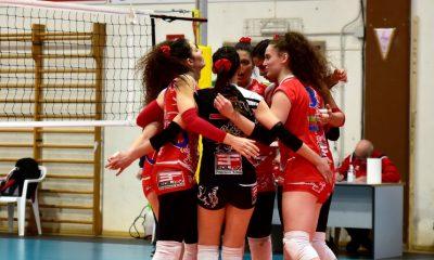 grosseto-volley-school-serie-B2-squadra-festeggia
