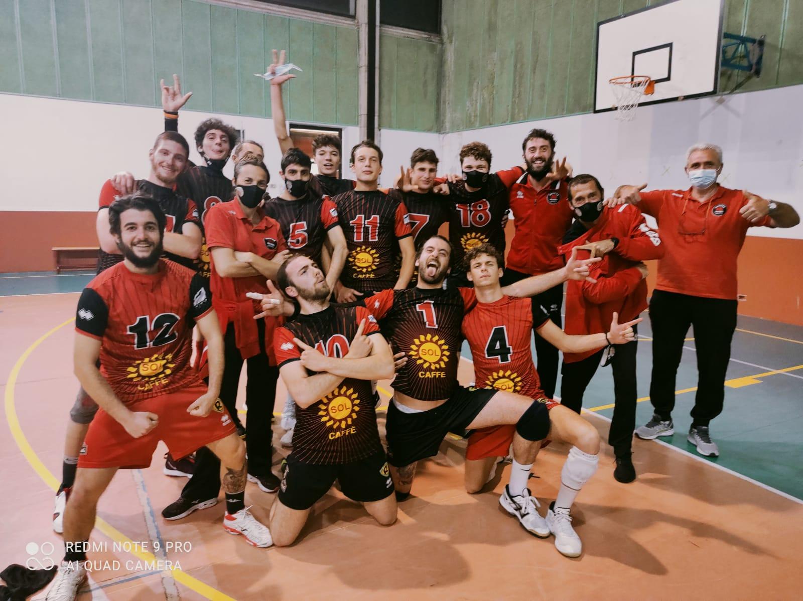 invictavolleyball-squadra-coppa-italia-serie-D-che-festeggia