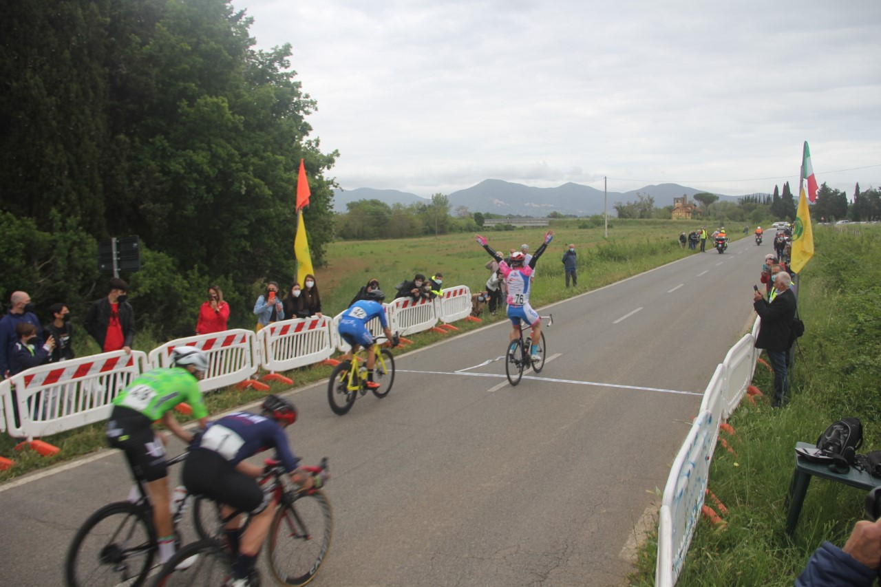 uisp-ciclismo-arrivo-in-volata-al-traguardo