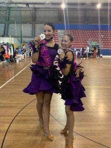 scuola-di-ballo-rosso-amaranto-Matilde-Stanghellini-e-Sofia-Calvigioni-Peruzzi