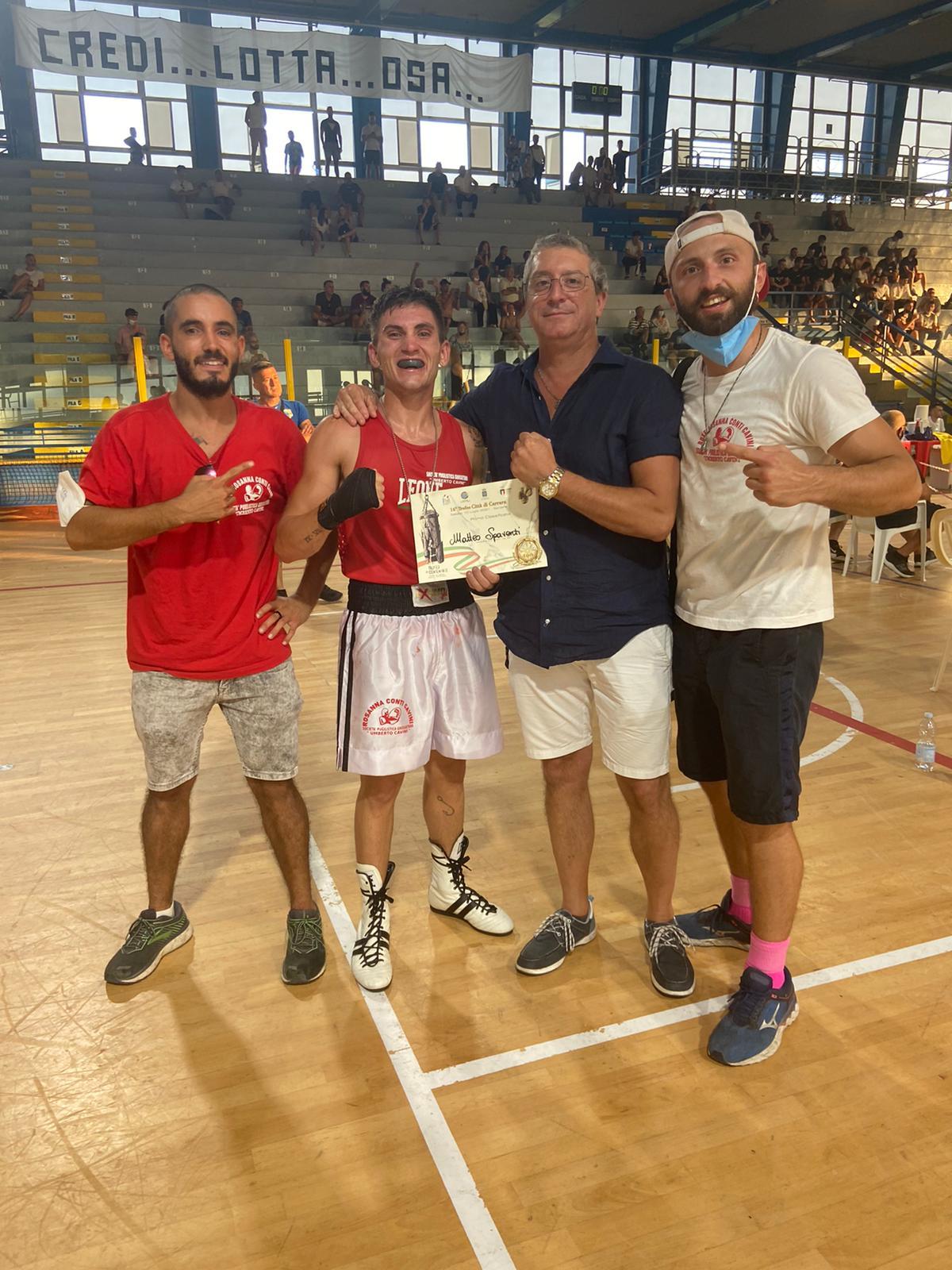 SocietaPugilistica-Grossetana-Umberto-Cavini.-Il-trofeo-di-Carrara-a-Matteo-Spaventi