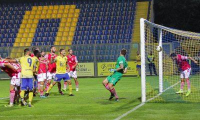 Fermana-Grosseto 2 a 0 - il vantaggio segnato da Mbaye (foto di Sara Valentini)